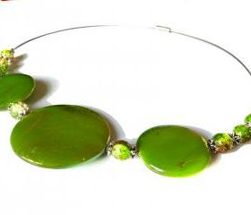 Sprayed shell necklace peacock collection green